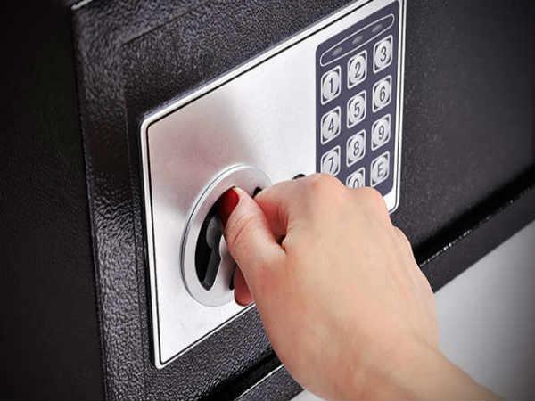 Как открыть сейф без батарейки