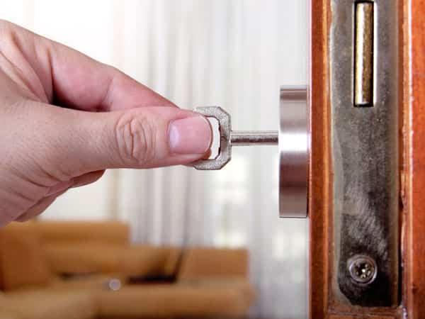 дверной механизм с ключом