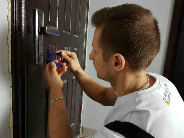 как взломать дверь