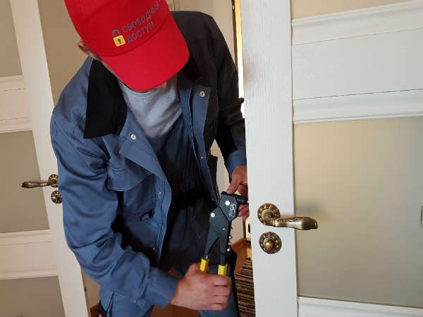 как самому отремонтировать двери