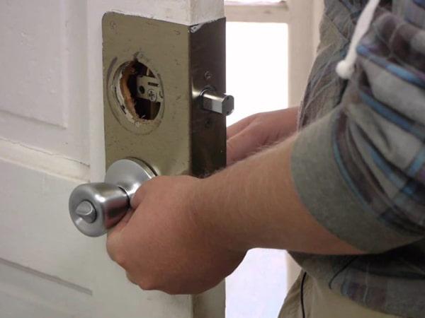 Отремонтировать ручку входной двери
