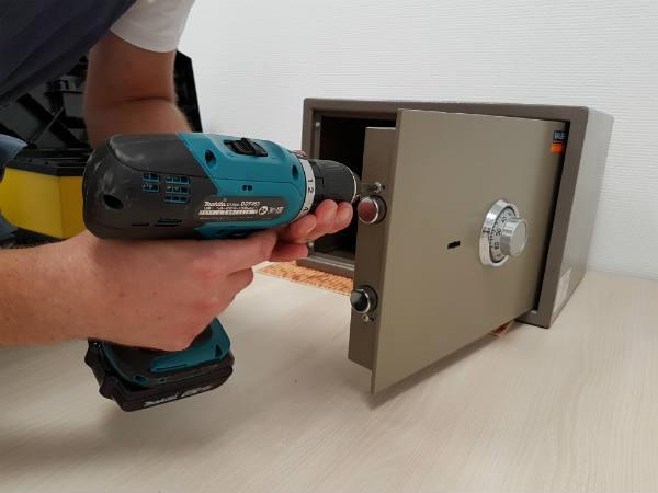 как отремонтировать сейф