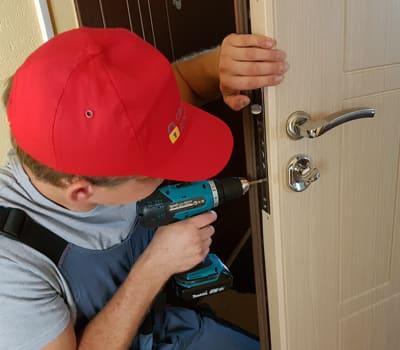 Проведение ремонта замка входной двери