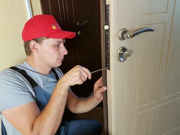 установка дверного замка