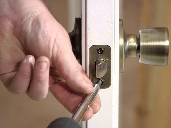 Самостоятельная установка дверного замка
