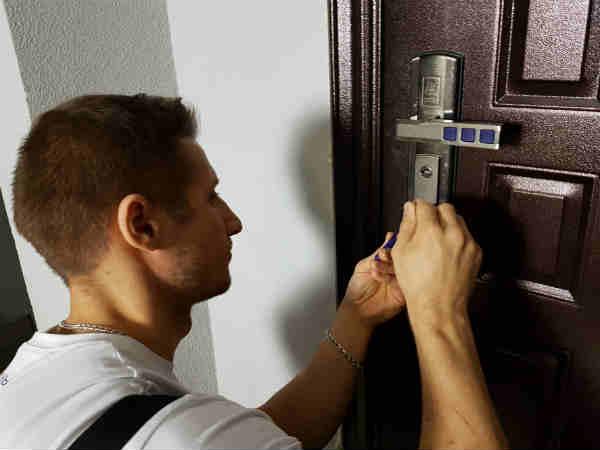 как выполнить вскрытие дверей