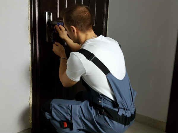 как самостоятельно открыть двери